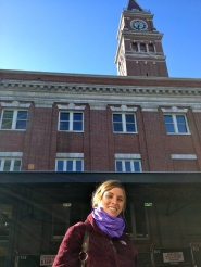 That's a neat building, but more importantly...look at the sunshine on my face!!!