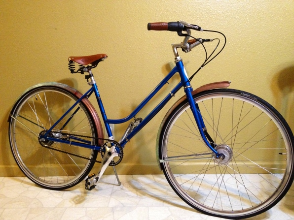 My most faithful readers will remember Gertie. She finally has her fenders! Isn't she pretty?